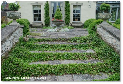 le jardin c 39 est tout des contremarches de charme. Black Bedroom Furniture Sets. Home Design Ideas